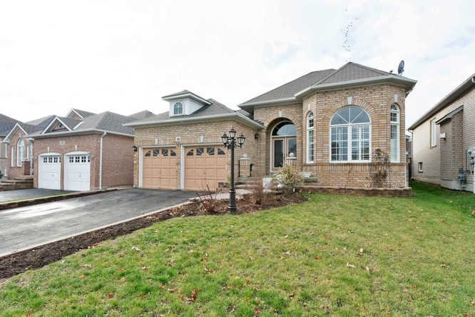 3BR Home for Sale on 18 Sonley Drive, Whitby