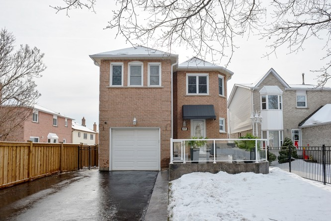 3BR Home for Sale on 41 Fieldview Crescent, Whitby