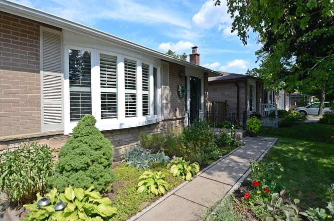 3BR Home for Sale on 219 Bay Thorn Drive, Markham