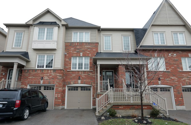 3BR Home for Sale on 7 Sirente Drive #22, Hamilton