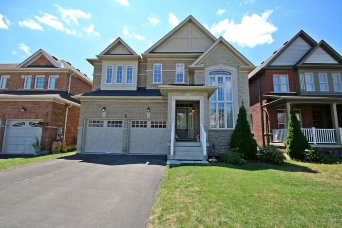 4BR Home for Sale on 3 Fairside Drive, Bradford