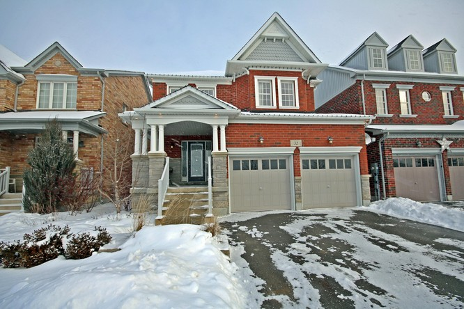 4BR Home for Sale on 32 Downy Emerald Drive, Bradford