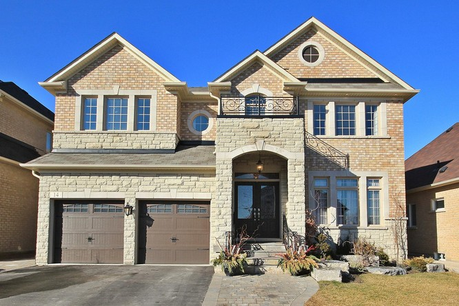 4BR Home for Sale on 14 Summit Ridge Drive, Schomberg