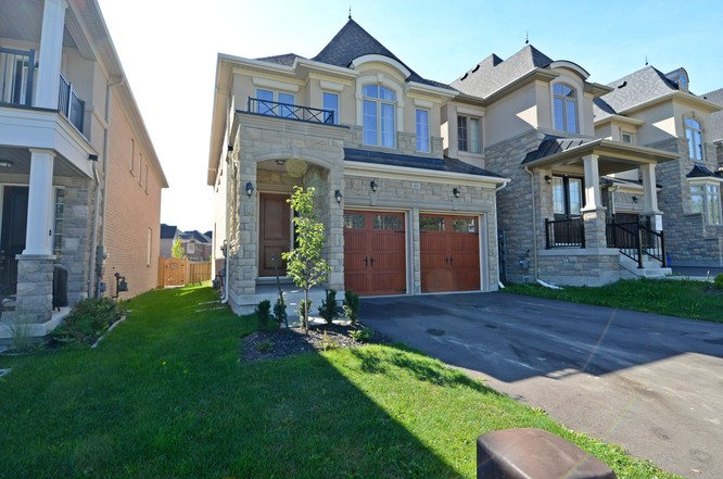 3BR Condo for Sale on 63 Robert Berry Crescent, King City
