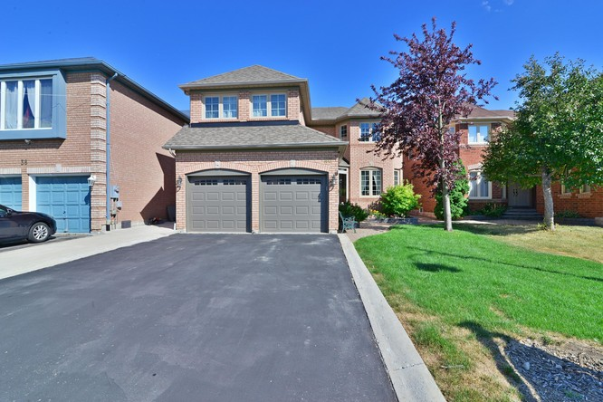 4BR Home for Sale on 40 Hollybush Street, Brampton