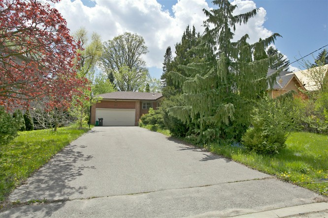 3BR Home for Sale on 100 Burbank Drive, Toronto