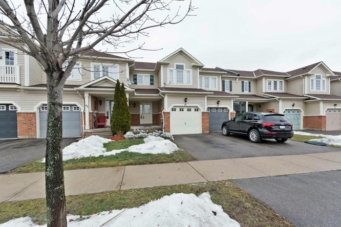 3BR Condo for Sale on 47 Vanier Street, Whitby