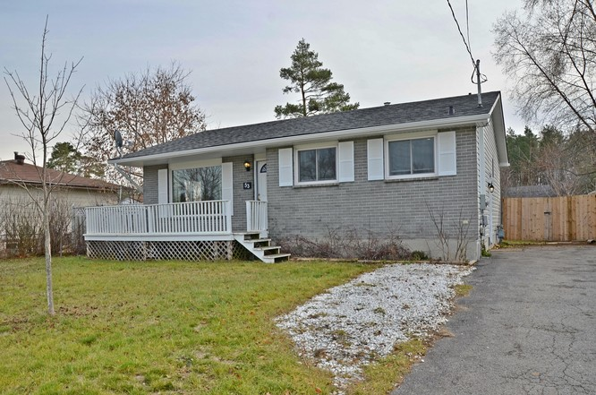 3BR Home for Sale on 53 Sandsprings Crescent, Angus