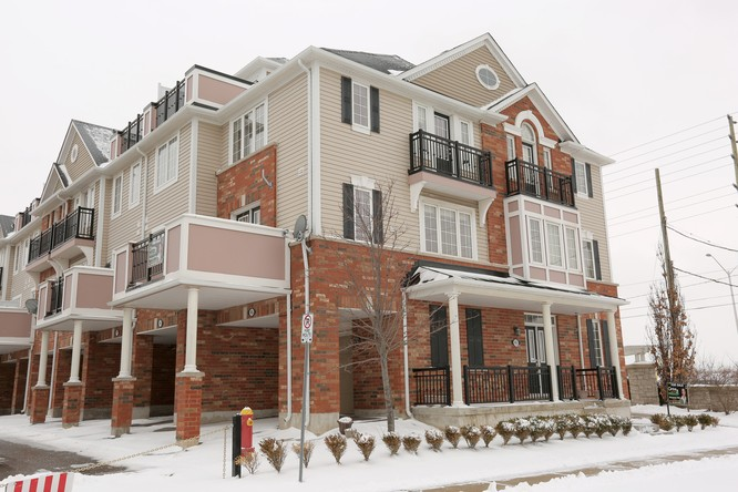 3BR Condo for Sale on 2614 Dashwood Drive #45, Oakville