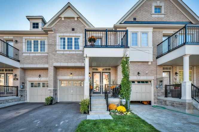 3BR Condo for Sale on 16 Samba Street, Richmond Hill