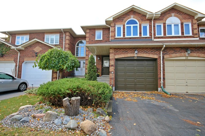 3BR Condo for Sale on 17 Opal Court, Stouffville