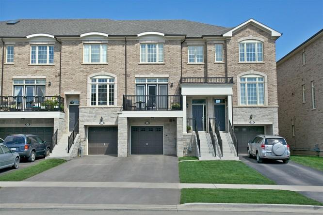 3BR Home for Sale on 2433 Baronwood Drive, Oakville