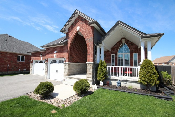 2BR Home for Sale on 1010 Wesley Street, Innisfil