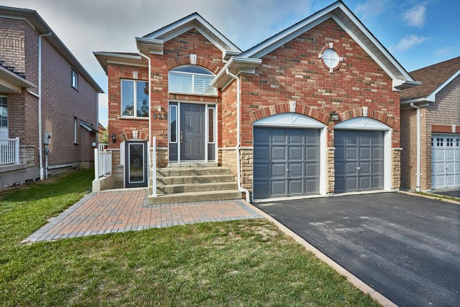 2BR Home for Sale on 929 Wingarden Crescent, Pickering