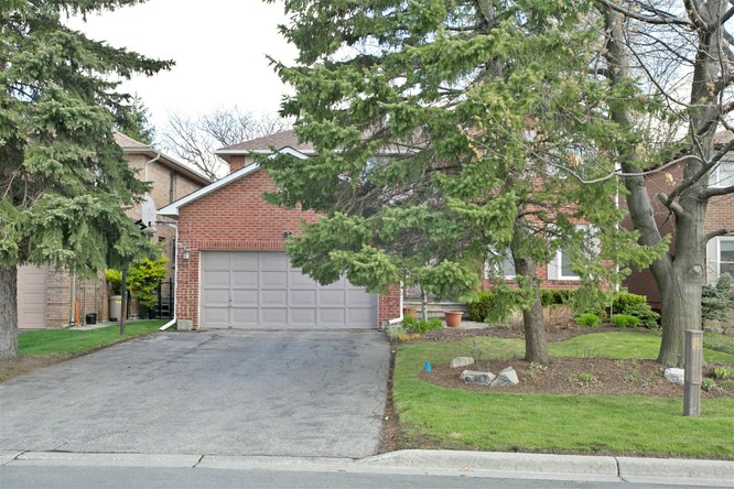4BR Home for Sale on 80 Spring Gate Boulevard, Thornhill