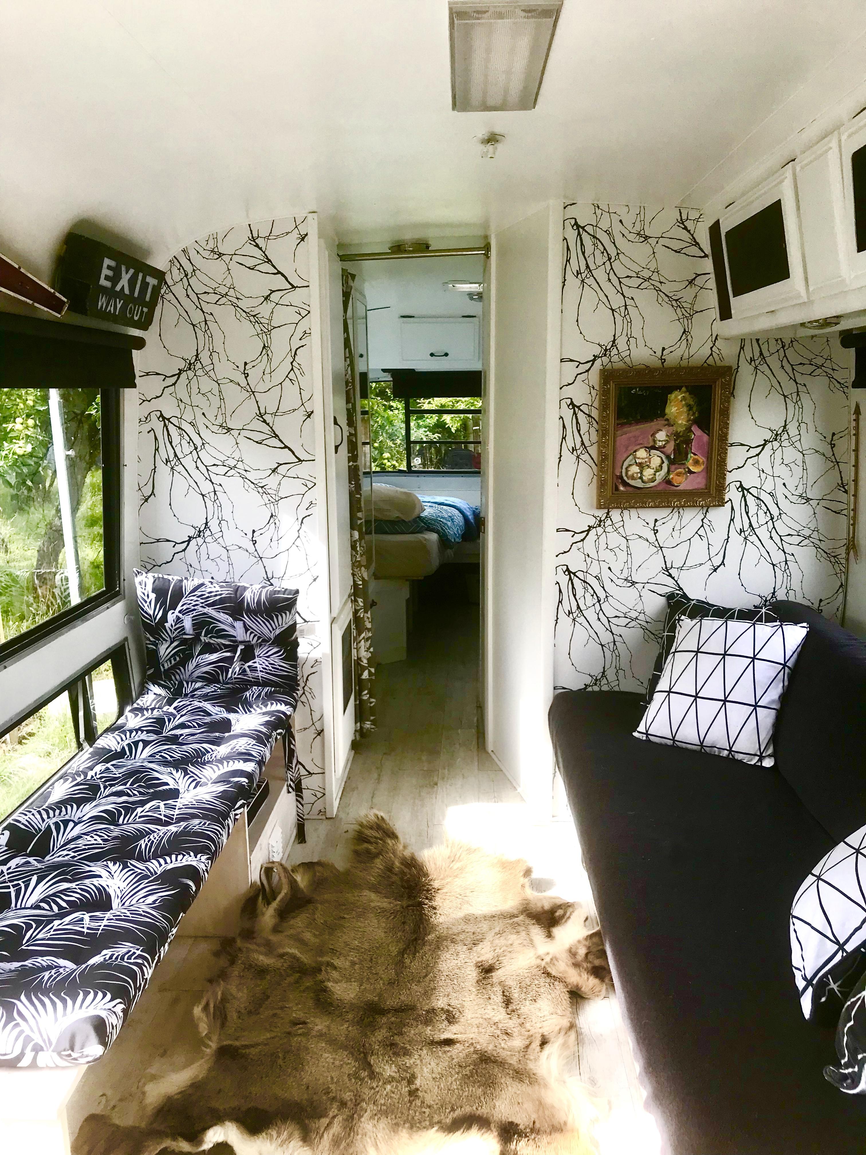 Vintage  caravan tiny house photo 2